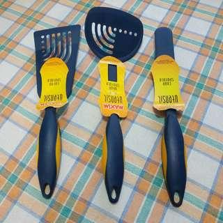 Maxim spatula set.