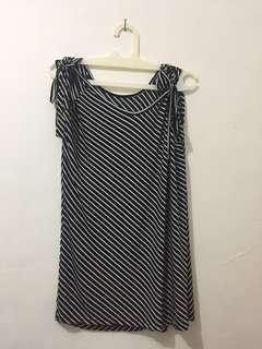 blouse list hitam