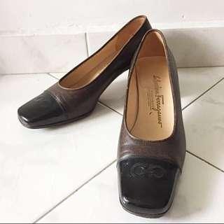 Black and Brown Ferragamo Shoes Heels Pumos