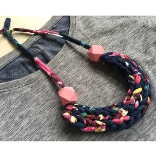 🚚 Handmade t-shirt yarn necklace - abstract florals