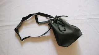 Bucket Bag Hitam