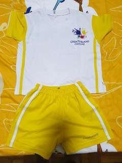 Childcare creativeland uniform size m
