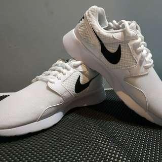 Nike Kaishi Running Shoe
