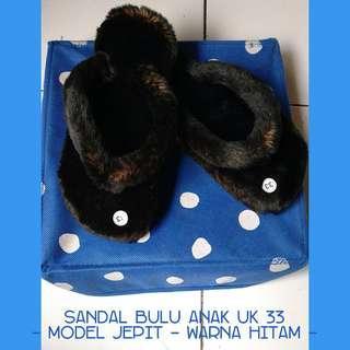 Sandal bulu anak