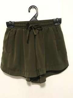 ✨[INSTOCK] 3 for $38 olive green runner shorts