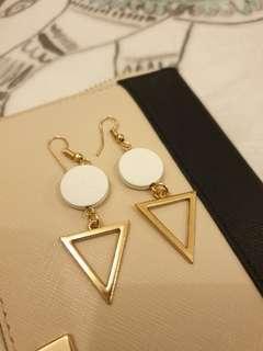 Geometric modern fashion earrings