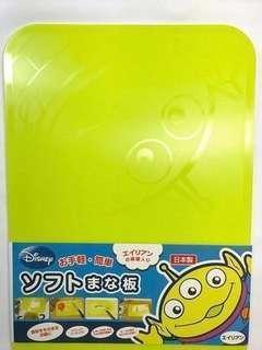日本製🇯🇵 迪士尼 可彎曲超輕薄軟便利砧板/切菜板 三眼仔 Aliens