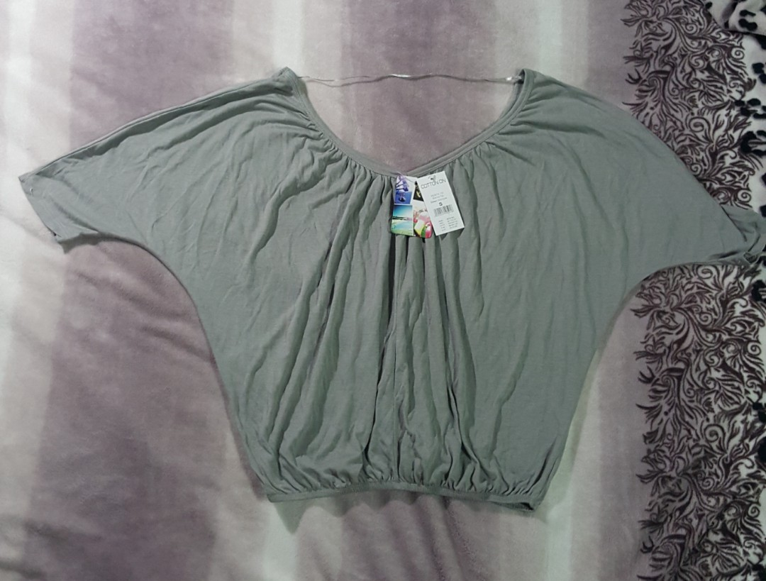 723a913953d5a2 BNWT Cotton On Army Green Off Shoulder Top 💕, Women's Fashion ...