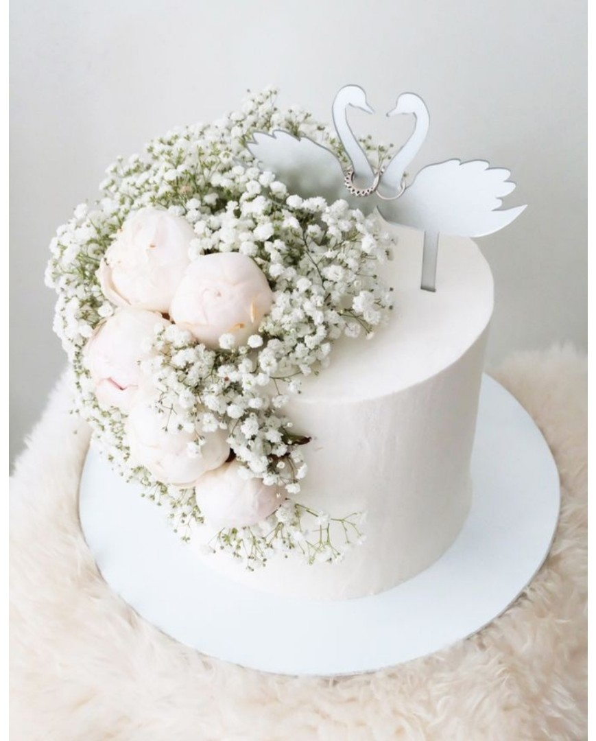 Cake With Fresh Flowers Food Drinks Baked Goods On Carousell