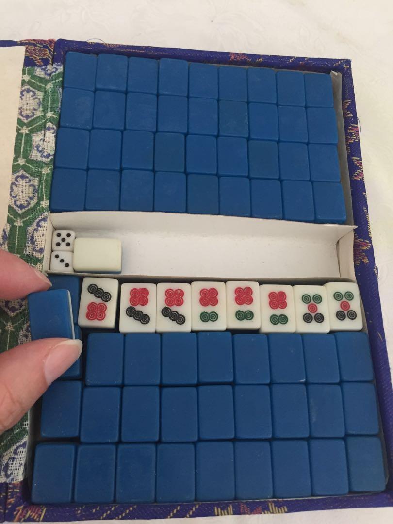 Miniature mahjong tiles