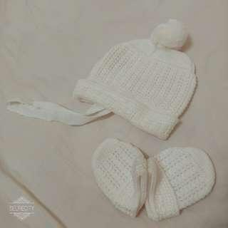 🚚 全新。嬰幼兒童服裝。純白精緻毛帽/手套。