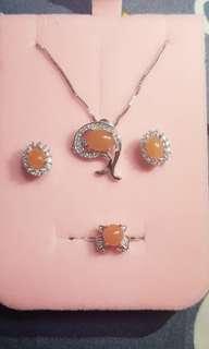 🚚 天然緬甸翡翠玉A貨正品~黃翡蛋面925銀鑲嵌~項鍊+戒指+耳釘三件套組
