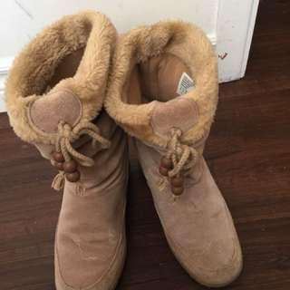 Brown winter boots size 6