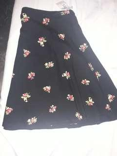 Style 2: Forever 21 Skirt Floral Black