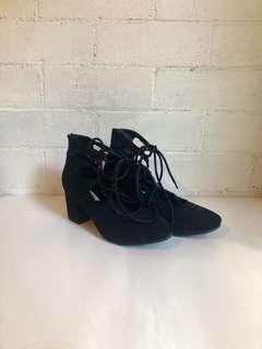 AU 7 Steve Madden Lace-Up heels