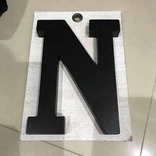🚚 字母N裝飾品