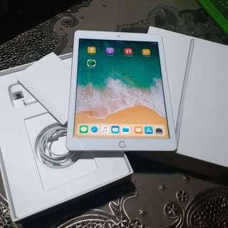 Apple Ipad 5th Gen 9.7 inches Retina 32gig WIFI and 4G