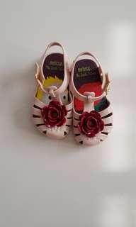 Authentic mini Melissa with pink rose