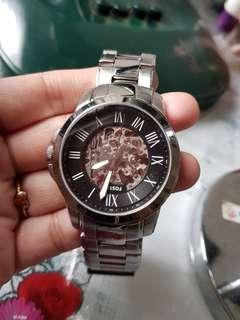 Fossil men's watch. Preloved hence expect there are scratches. In good condition..