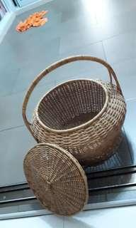 With cover basket