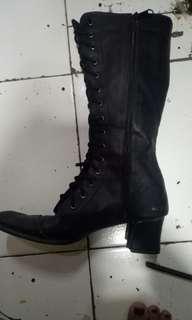 Sepatu booth dancer