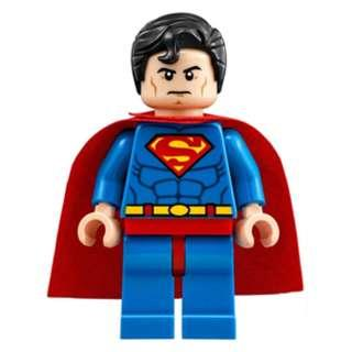 156 LEGO DC Super Heroes Superman 76040 Superman - Blue Suit, Dual Sided Head with Red Eyes on Reverse, Spongy Soft Knit Cape