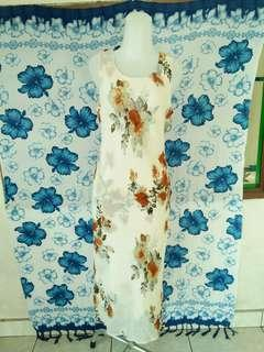 White flower slimfit dress
