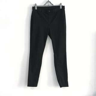 🚚 Uniqlo Jeggings in Solid Black