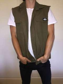 THE MAD HUEYS VEST SIZE L