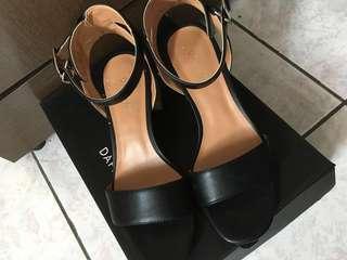 🚚 達芙妮高跟涼鞋