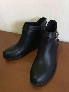 🚚 顯瘦簡約黑短靴/裸靴