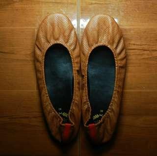 Rita Shoes I-Chestnut (Size 8)