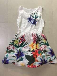 🚚 Floral print dress size M