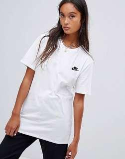 Authentic Nike Boyfriend T-shirt with Embroidered Logo