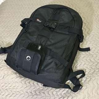 """Lowepro Pro Runner 350AW shoulder camera bag can put 15.4"""" laptop with rain coat,pre own like new"""