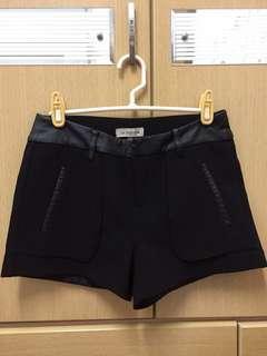 🚚 黑色拼接皮質短褲