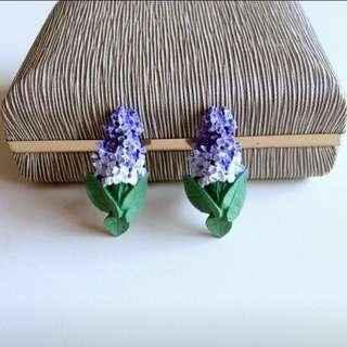 美國古董手工彩繪硬塑料紫白風信子造型花葉針式耳環