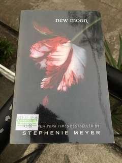 New Moon (Twilight Book 2)