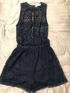 🚚 A&F 蕾絲連身短褲 僅試穿 近全新