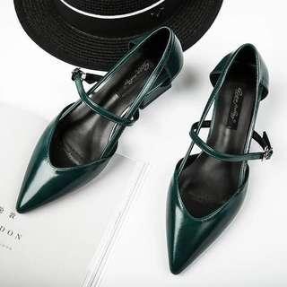 🚚 全新韓版粗跟尖頭復古涼鞋