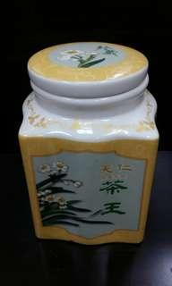 🚚 空陶瓷茶罐一個