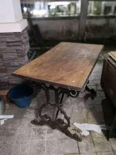 ViCTORIAN CAST IRON PUB TABLE