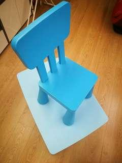 Table and chair for small kids.