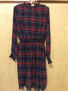 Checkered long sleeve stretchable waist dress