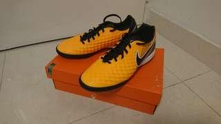 Nike Magistax Onda II IC Size Eur43 Ball Boot