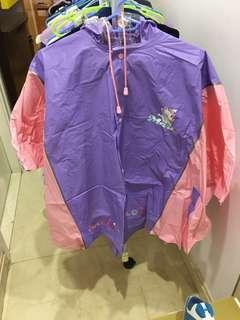 八成新Marie斗逢形雨衣 Raincoat