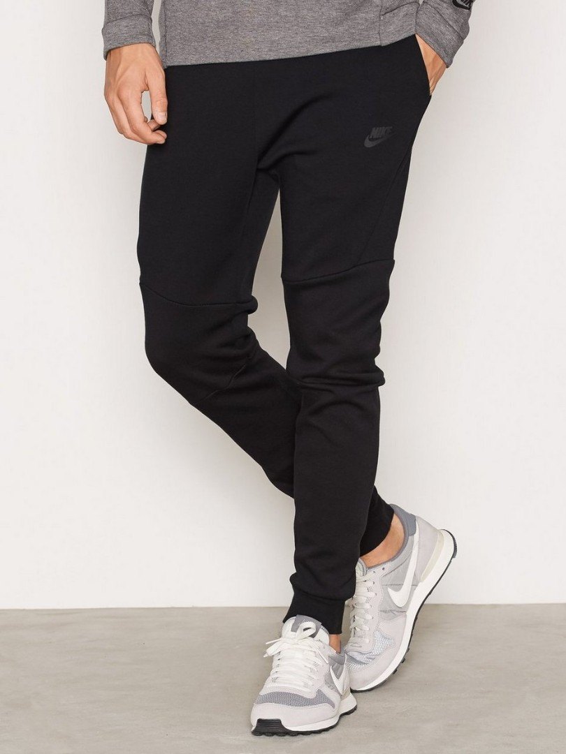new arrival 0c539 7471c Nike tech fleece joggers, Men s Fashion, Clothes, Bottoms on Carousell