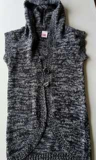 Knitted sleeveless Cardi