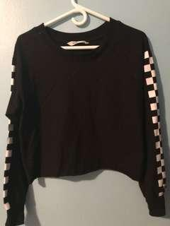 Black Cropped Longsleeve w Checkered Sleeves