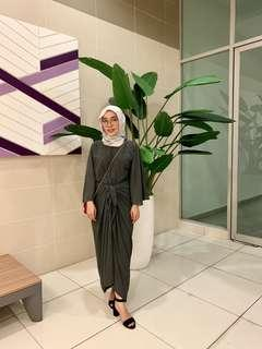 Bell sleeve lily petuna grey for rent